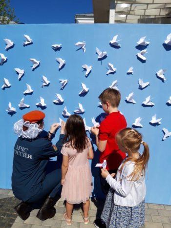 Московские волонтеры приняли участие в акции «Голубь мира»