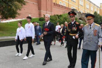 В Александровском саду кадеты почтили память погибших солдат