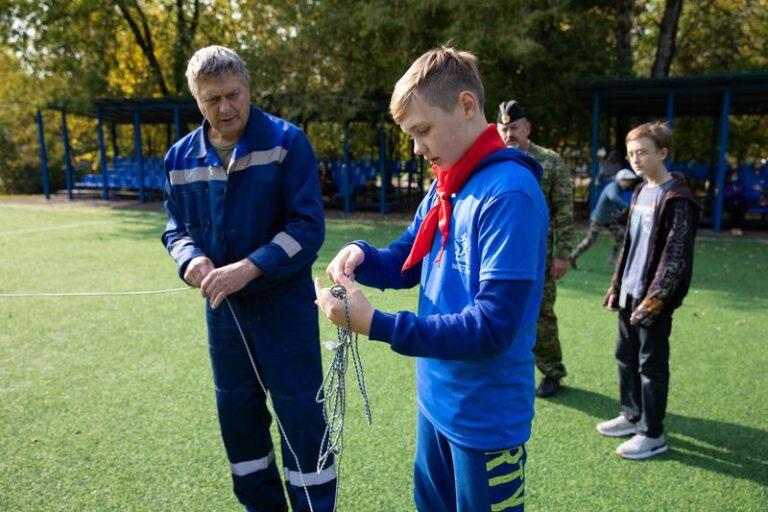 Московские школьники на практике изучили устройство шлюпки