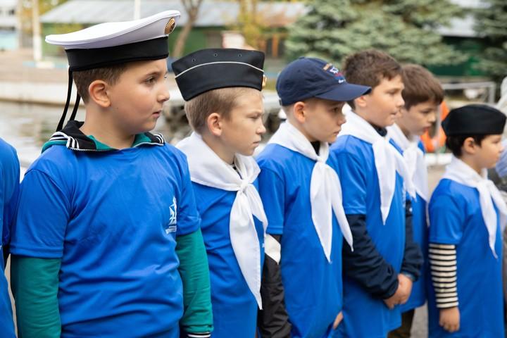 Воспитанников Морского центра имени Петра Великого посвятили в юнги онлайн