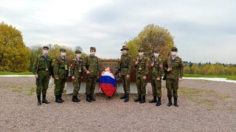 «Марш кремлевских курсантов»: юнармейцы Москвы почтили память героев войны