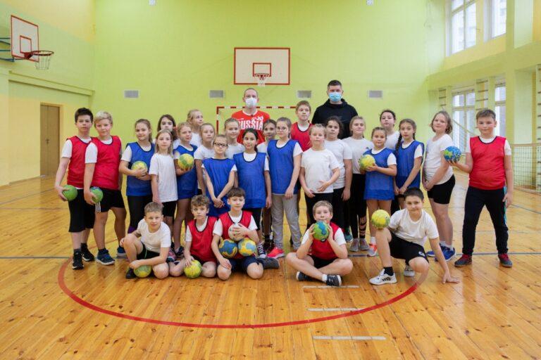 Олимпийский чемпион по гандболу провел мастер-класс для московских школьников