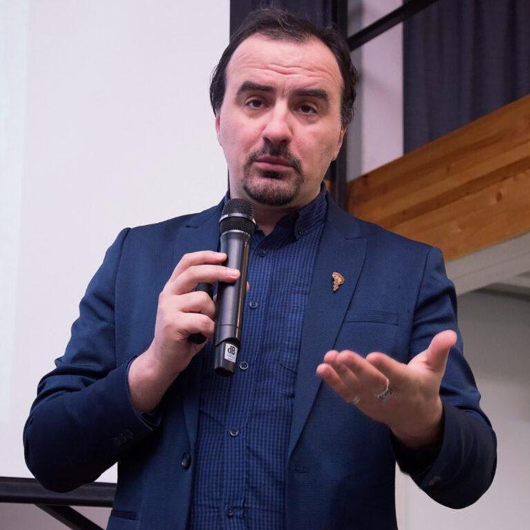 Московских школьников и студентов колледжей приглашают на онлайн-встречу с журналистом Алексеем Паевским