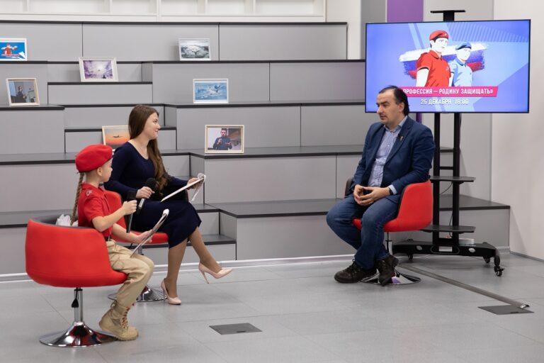 Более 500 московских школьников и студентов колледжей приняли участие в онлайн-встрече с популяризатором науки Алексеем Паевским