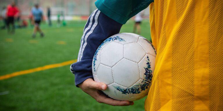 «Великолепная семерка 2.0»: московских школьников приглашают принять участие в футбольном конкурсе