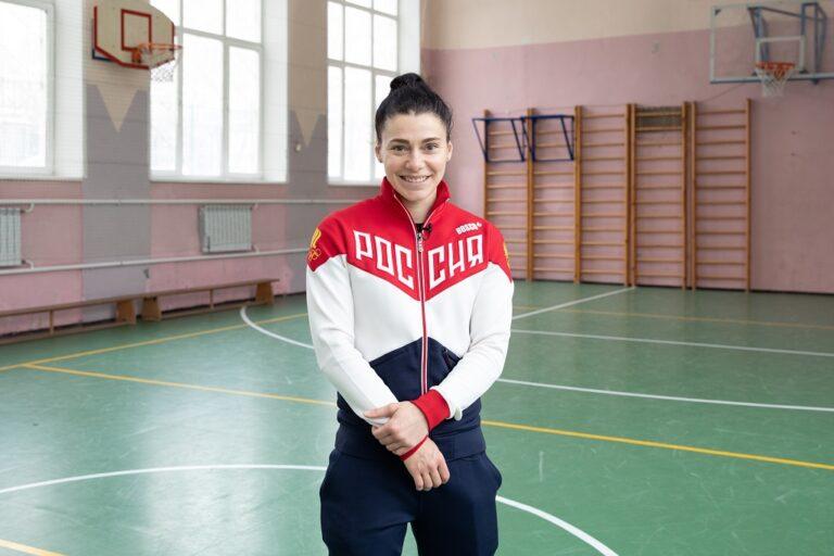 Двукратная чемпионка мира по боксу Софья Очигава встретилась с учениками школы № 1465