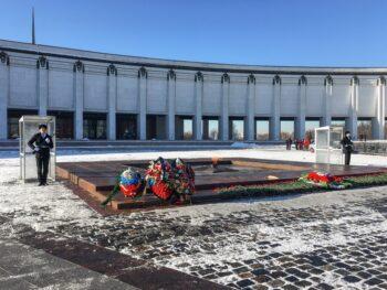 Московские кадеты приняли участие в несении караула на Посту № 1 у Огня Памяти и Славы