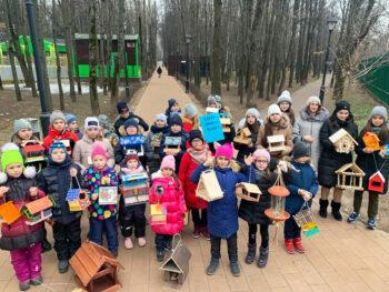 Юных москвичей приглашают принять участие в акции «Создай свою кормушку»