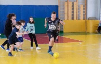 «Урок с чемпионом»: чемпион России по футболу Андрей Соломатин встретился со школьниками