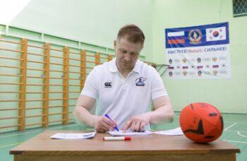Вице-чемпион Европы по регби Артем Фатахов провел мастер-класс для школьников