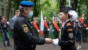 Честь, достоинство и традиции: в кадетских классах московских школ прошли выпускные церемонии
