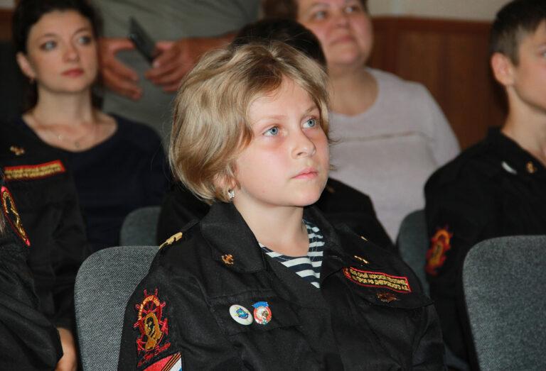 Юные морские пехотинцы провели онлайн-встречу с семьей Героя России