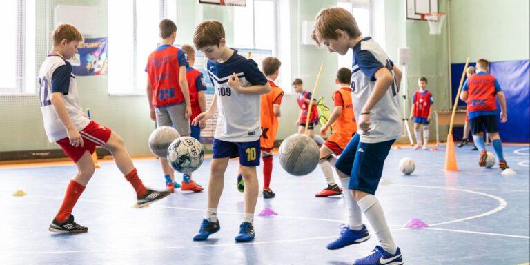 В Москве пройдут соревнования по футболу и баскетболу для школьников