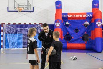Московские школьники встретились с чемпионом Европы по регби
