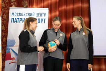 Праздник гандбола: игроки женского клуба ЦСКА провели мастер-класс для школьников