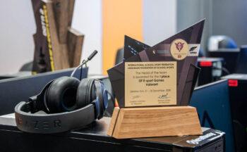 Зал славы киберспорта: в «КиберШколе» появился кубок за первое место в чемпионате мира по Valorant