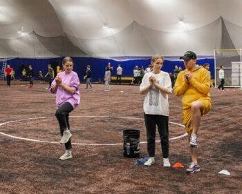 Питчер и кетчер: столичные школьники приняли участие в турнире по бейсболу